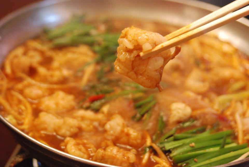 麻辣のピリ辛旨味がつまった麻辣モツ鍋